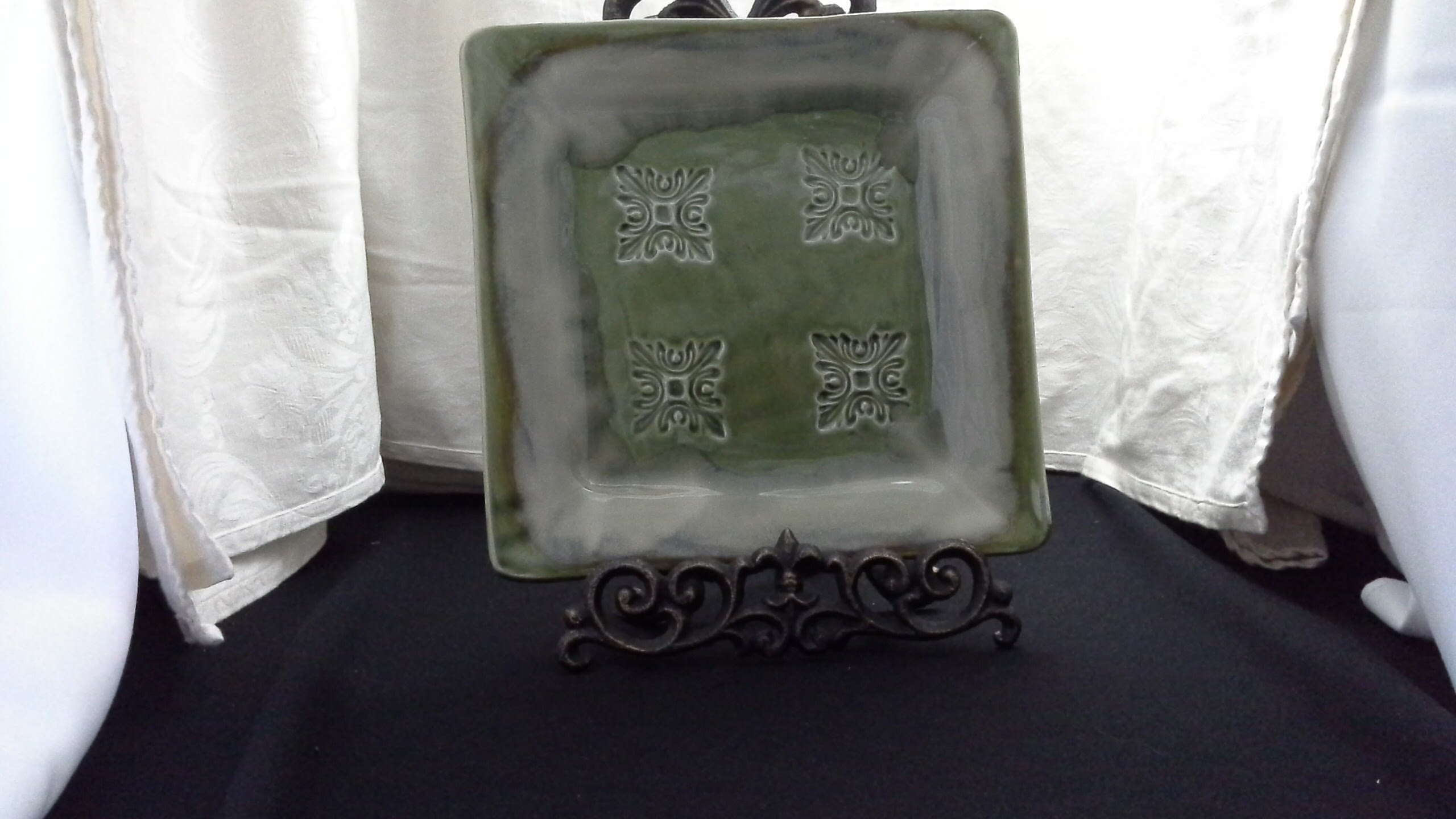 Handmade Embossed Serving tray Doing Earth Pottery